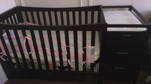 Wooden Crib w/ changing table + changing pad for Sale for sale  Yonkers, NY