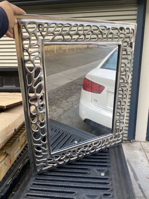 Nice decor wall mirror 24x29 for Sale in Long Beach, CA