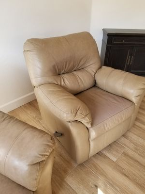 Leather recliners chairs set of 2 for Sale in Atlanta, GA