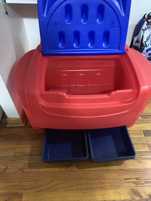 Little tikes toy chest for Sale in Brooklyn, NY