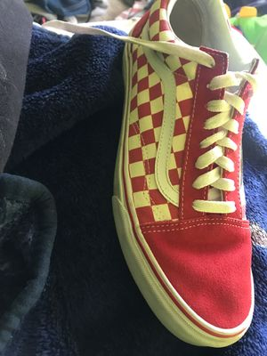 Checker white and red vans (size 10.5 in men 12.0 in females) for Sale in Las Vegas, NV