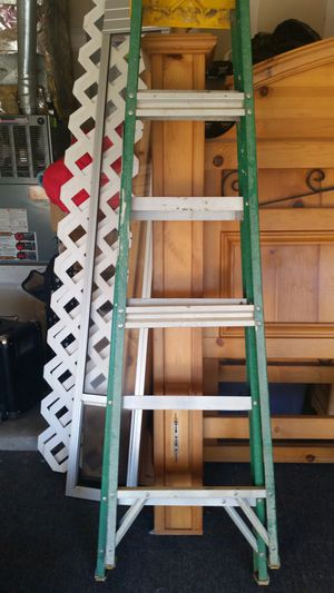 Louisville 6 foot fiber glass ladder for Sale in Albuquerque, NM