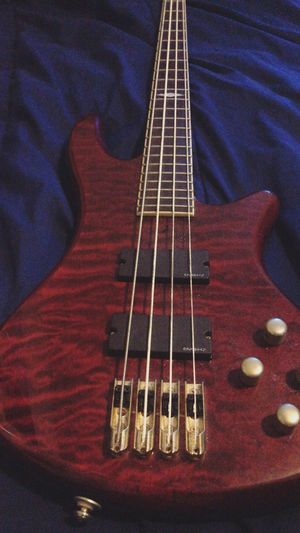 Diamond series bass guitar for Sale in Chicago, IL