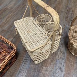 "Vintage Wicker picnic basket with two wine bottle holders 11x16x10"" for Sale in Chatsworth, CA"