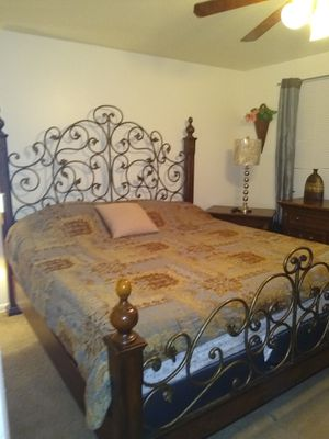 King size bedroom set must go!!! for Sale in Berwyn Heights, MD