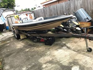 19' bass boat just laying around for Sale in Miami, FL