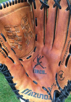 Mizuno Jen Finch Fastpitch softball glove mitt for Sale in Tinley Park, IL