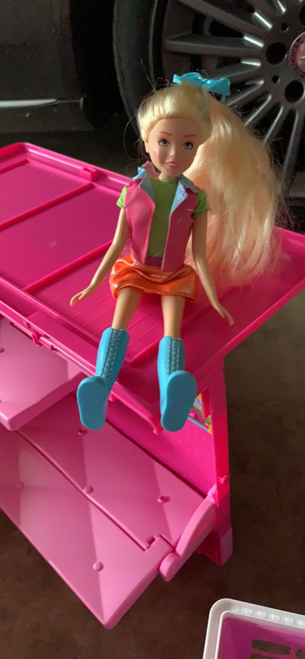 RV house with one Barbie and one jojo c y