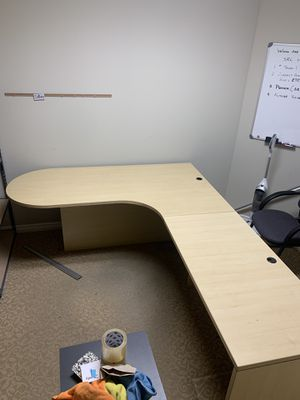 Large Desk, amazing condition for Sale in Temecula, CA