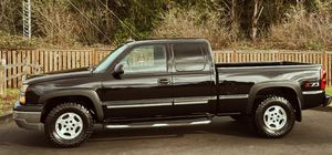 Clean Inside & Out Chevy Silverado 2003 for Sale in Chicago, IL