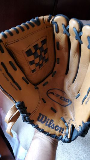 """A700 right hand pitch 13"""" softball glove for Sale in San Diego, CA"""