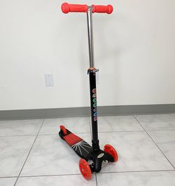 $25 (new in box) kids 3-wheeled scooter led light wheels adjustable handlebar lean-to-steer ages 2-10 years old for Sale in Santa Fe Springs,  CA