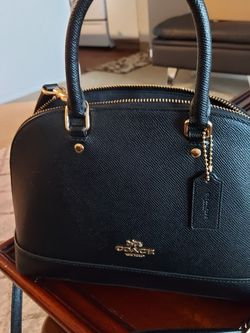 Small bag in very good condition for Sale in Beaverton,  OR