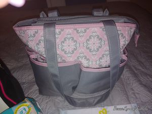 Brand new diaper bag Plus diapers size 1 brand new and Avent natural flow bottles and Pampers wipes for Sale in Gilbert, AZ