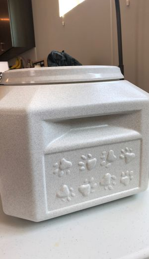 Pet food storage bin with airtight leakproof protection for Sale in Charlotte, NC