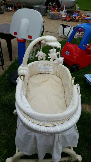 New baby born crib for Sale in St. Louis, MO