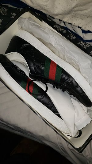 Gucci Low top tennis shoes for Sale in Washington, DC