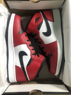 Air Jordan 1 Mid 'Chicago Black Toe' Size 7 for Sale in North Springfield, VA