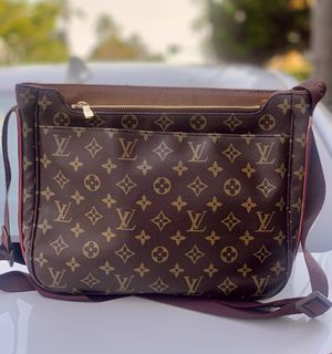 GENUINE Louis Vuitton messenger bag - from 2008 - great shape for Sale in San Diego, CA