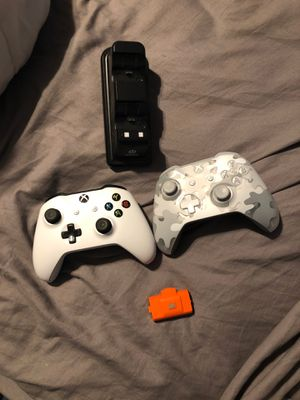 2 Xbox one controllers for Sale in Northbrook, IL