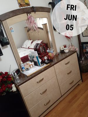 Queen bedroom set for Sale in Chicago, IL