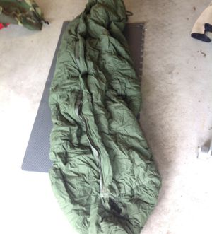 Army Issue Sleeping bag, intermediate cold weather, w/hood , wo carry bag NSN 8465-01-049-0888 for Sale in Naperville, IL