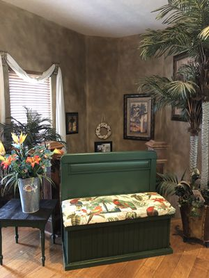 Birds of Paradise Bench & Table for Sale in Andover, KS