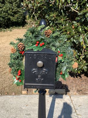 Pre-Lit Pine Christmas Mailbox Garland for Sale in Dacula, GA