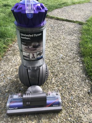 Dyson Animal Vacuum Cleaner for Sale in Tacoma, WA