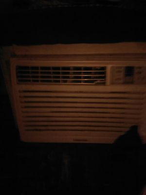 SAMSUNG 8,000 BTU AC WORKS GREAT for Sale in Cleveland, OH