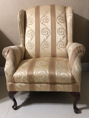 Antique chair for Sale in Hialeah, FL