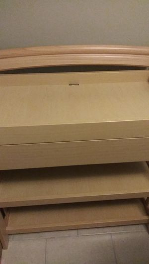 New Baby Changing Table Great Condition $100 for Sale in Orlando, FL
