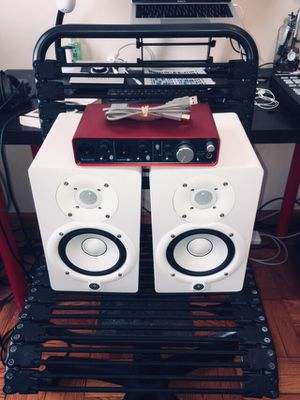 Yamaha HS5 Powered Studio Monitors w/ Scarlett 2i4 Audio Interface - Like New for Sale in Brooklyn, NY