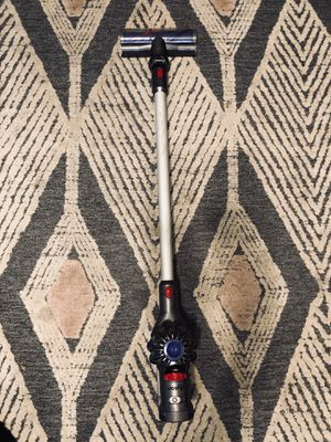 Dyson V7 Motorhead Origin cordless vacuum like new with charger for Sale in Fontana, CA