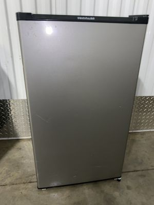 Frigidaire 3.3 mini refrigerator for Sale in Cleveland, OH