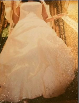 One whole package deal Wedding dress size 2-4 for Sale in Perris, CA