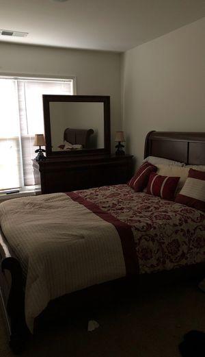 Queen bed for Sale in Lexington, KY