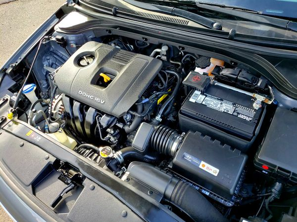 2018 Hyundai Elantra Sedan • Like New