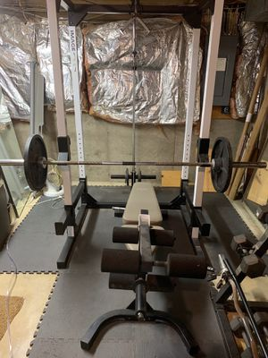 Image 5.5 power rack with Olympic bar and free weights for Sale in Olney, MD