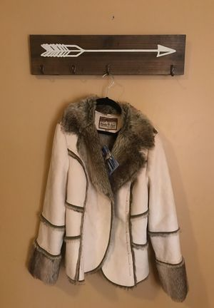 Faux fur cream colored jacket (L) for Sale in Cleveland, OH