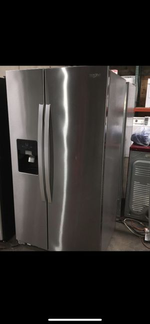 STAINLESS STEEL REFRIGERATOR ICE AND WATER MAKER for Sale in Lake Forest, CA