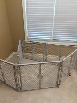 Crate Play Pen Fence Gate for Sale in Flowery Branch,  GA