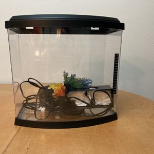 5 Gallon Fish Tank WYSIWIG for Sale in Conroe, TX