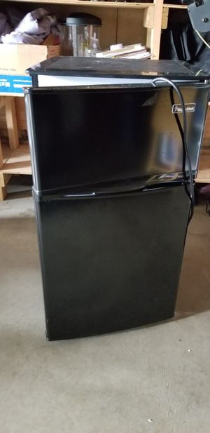 Mini fridge for Sale in Westport, WA