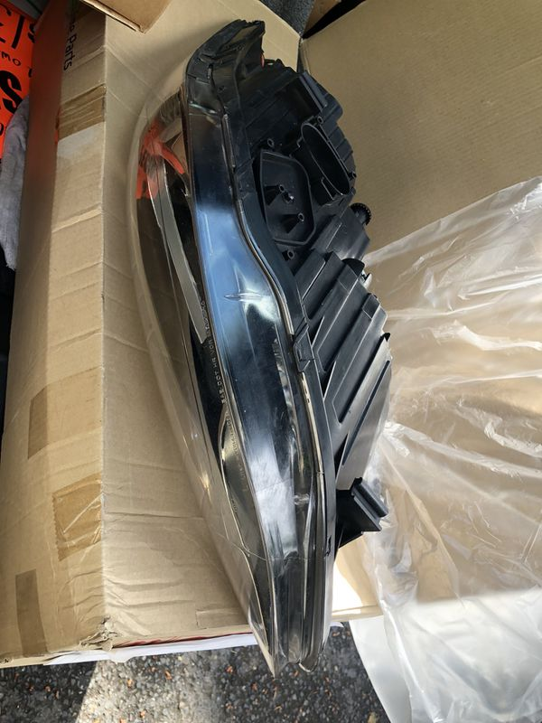 Driver side halogen hyunday Elantra headlight