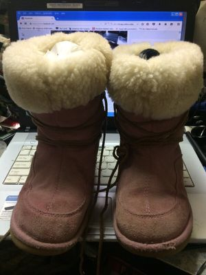 UGGS size 3 boots for Sale in Chicago, IL