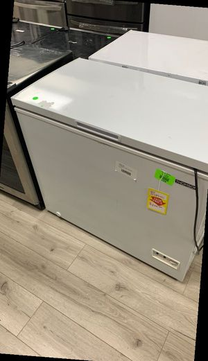 THOMSON CHEST FREEZER OELLI for Sale in Ontario, CA