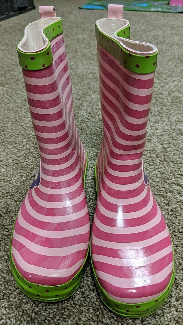 Kids size 4(not toddler size) rain boots