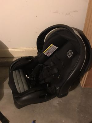 Baby car seat with base for Sale in Richmond, KY