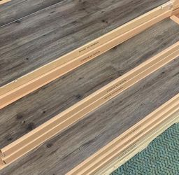 VINYL GLUE DOWN FLOORING LUXURY WATER PROOF AB6X for Sale in Houston,  TX